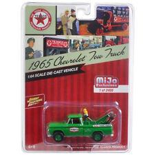 Johnny Lightning 1965 Chevy Tow Truck Texaco Diecast Green 1:64 JLCP7014