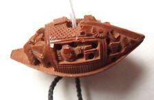 Noyau de prune sculpté Chine Indochine vers 1950 bateau jonque pendentif bijou