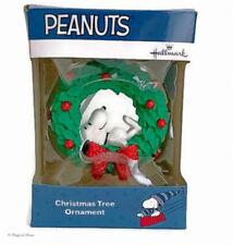 Hallmark SNOOPY on Wreath PEANUTS 2018 Christmas Tree Ornament Charlie Brown NEW
