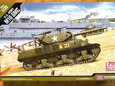 Academy 1:35 M10 GMC U.S. Army Tank Model Kit