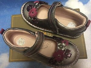 Stride Rite Medallion Collection Pewter Hook & Loop Mary Janes Toddler Size 9W