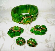 Gorgeous Bakelite Set Bracelet, Dress Clips & Screwback Earrings, Cream Spinach