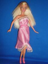Barbie muñeca con cabello rubio recto y Pretty Pink Outfit