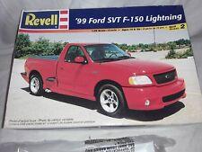 Revell '99 Ford SVT F-150 Lightning 1/25 Plastic Model Kit #85-7665.