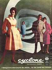PUBLICITE ADVERTISING 014   1960   CYCLONE   vetements de pluie imperméables