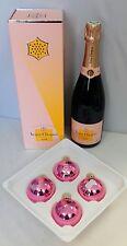 Veuve Clicquot Champagner  Rosé 0,75 L mit Moet & Chandon Weihnachtskugel-Set