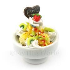 Puppenhaus Miniatur Obstsalat und Eis Creme in einer Schüssel