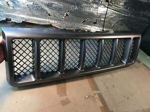 1998 98 OEM Jeep Grand Cherokee Limited 5.9 Upper Radiator Grill Grille assembly