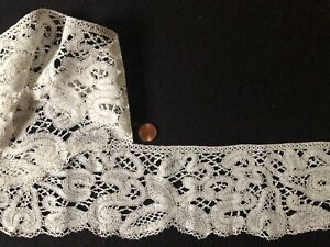 19th C. Milanese guipure bobbin lace with fancy tapes braided bars Costume Decor