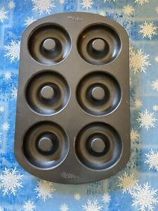 "Wilton 6 Cavity Regular Size Donut Pan Baking Mold 3.25"" Diameter 3/4"" Deep Used"