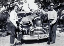 8x10 1947 HUNTERS RIFLE HUGE MULE DEER BUCK HOOD OF OLDSMOBILE CA HUNTING PHOTO