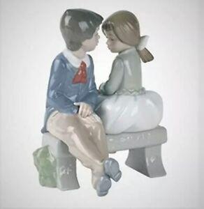 1990 #1136 Nao LLADRO Porcelain Figurine Boy & Girl on Bench First Love No Box