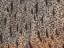 tissu jacquard matelassé blanc cassé chocolat en 160 cm de large au mètre