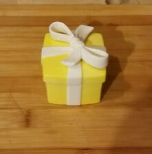 Fitz And Floyd 1975 Small Yellow Ceramic Gift Box with White Bow Trinket Box