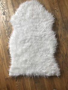 Ikea TEJN Faux Sheepskin Rug White 38x23