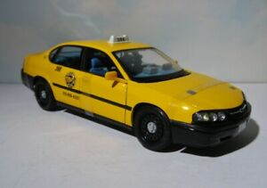 Chevrolet Impala Yellow Taxi Cab   Chicago  1:18 diecast   2000  Mint in Box