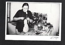 ATELIER de LUTHIER , ARTISAN à la FABRICATION d'un VIOLON en 1994 / FAGE 95.709