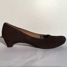 TSUBO Brown Quilted Suede BEYLA Kitten Heels 10 EU 40 AE11-02 Low Pumps Ribbed