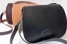 Unifarbene Schultertaschen aus Leder mit Schnalle