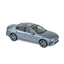 Generation 2018 Bright Silver plata metálica 1:43 norev 87001 Volvo v60 coche familiar 2