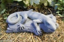 Latex crawling lizard Gecko on log  Mold Plaster and Concrete mould