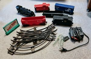 Vintage Lot of Lionel Trains Engine & 5 Cars