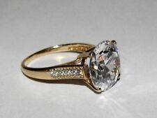 10 kt Gold Round Cubic Zirconia Solitaire Cocktail Ring