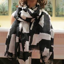 "NEW WOMENS AUTHENTIC KATE SPADE BLACK & CREAM EXTRA LARGE PRINT SCARF 80"" X 32"""