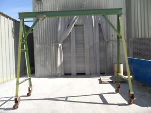 MOBILE A-FRAME LIFTING GANTRY. 750KG CAPACITY. WITH MANUAL TROLLEY AND HOIST