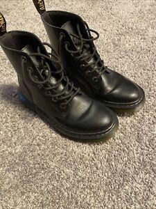 Doc Dr Martens Luana Airwair Black Combat Boots Size US 7  Patent Leather EUC