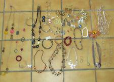 Gros lot de bijoux fantaisie vintage pour femme - 30 pièces