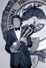 "Norman Hunter Leeds United firmato Black & White 8"" x 6"" PFA Trophy Fotografia"