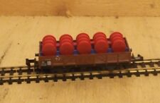 MINITRIX N 3513 Vagón de bordes bajos Cargado Con Azul BARRILES