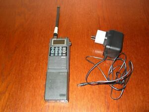 ICOM IC-A20 VHF AIR BAND TRANSCEIVER WITH WALL CHARGER ! NICE A20 HANDHELD RADIO