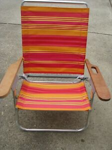 Folding Aluminum Beach Lawn Chair Orange Red Striped Carrying Strap Cup Holder