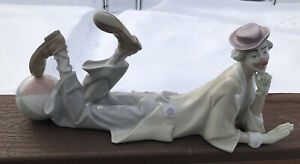 Lladro Circus & Clowns Figurine CLOWN LAYING DOWN #4618 Excellent Condition