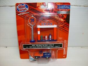 Ho Scale CMW  1955 Chevy Tow Truck w/Station Sign & Gas Pump Island (Union 76)