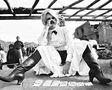 "BRIGITTE BARDOT PLAYING SOLITAIRE ON THE SET OF ""SHALAKO"" - 8X10 PHOTO (DD227)"