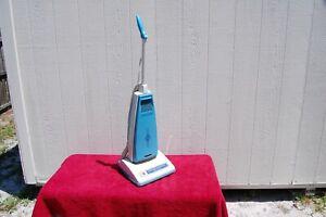 Vintage Hoover U6039 Self-Propelled Upright Vacuum Cleaner ~ Very Clean Working