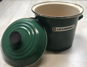 Le Creuset Stock Pot Large Green with Lid *stained / read*