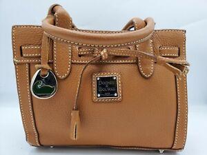 Nice DOONEY & BOURKE handbag.