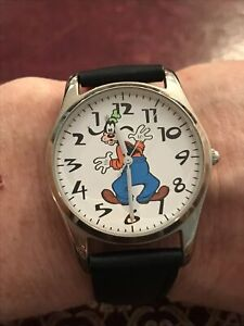 RARE - WALT DISNEY GOOFY REVERSE DIAL/TIME DISNEY STORE EXCLUSIVE WATCH NEW BATT