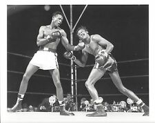 SUGAR RAY ROBINSON vs KID GAVILAN 8X10 PHOTO BOXING PICTURE