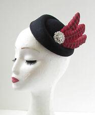 Negro Rojo Faisán Pluma Casquete Sombrero Diadema Vintage 1940s Carreras Plata