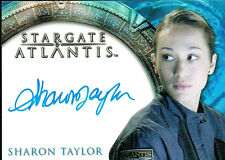 STARGATE HEROES AUTOGRAPH CARD OF SHARON TAYLOR AS AMELIA BANKS