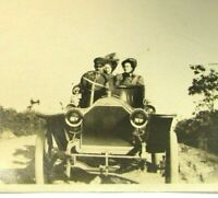 Antique B&W Photo Early Chauffeur Limo Limousine Dirt Country Road Women