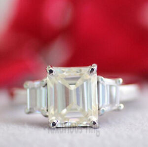 2.00Ct Emerald Colorless Moissanite Gorgeous Engagement Ring 925 Sterling Silver
