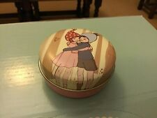 Belle and Boo small decorative round tin,  7x3cms, The Hug