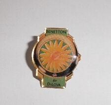 Pins métal BENETTON by Bulova fleur horloge montre vert jaune Occasion Bon Etat