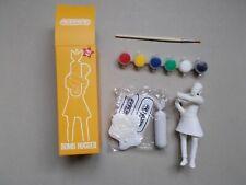"""Banksy , Statuette """" Bomb Hugger  """" ( Modéle complet avec peinture et pinceaux )"""